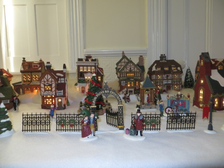 Nov. 25, 2015 Setting up Victorian Christmas, Baltimore Trip 009